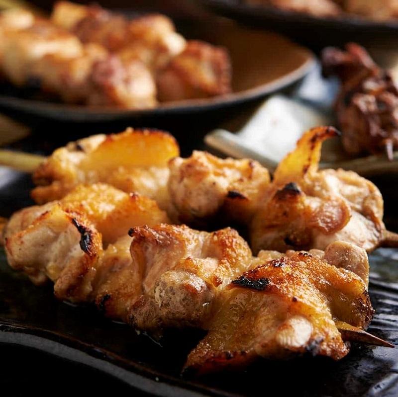 焼き鳥をはじめ人気の鶏料理が食べ放題で楽しめる目白の居酒屋「とりいちず」